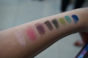 UD JEAN-MICHEL BASQUIAT Tenant Eyeshadow Palette- SWATCHED